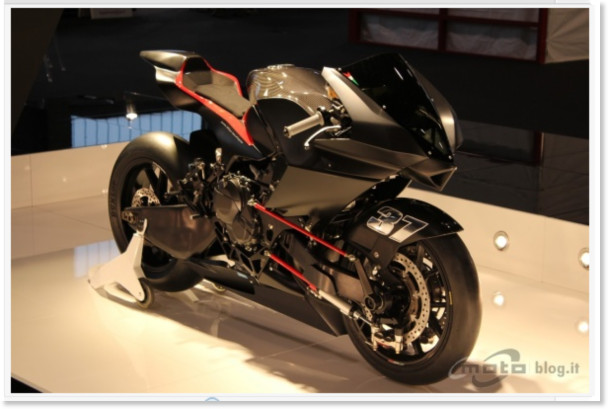 http://www.motoblog.it/galleria/vyrus-986-m2-live-al-motor-bike-expo-2011/1