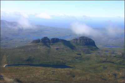 https://upload.wikimedia.org/wikipedia/commons/1/1d/Suilven_from_the_North_West1.JPG