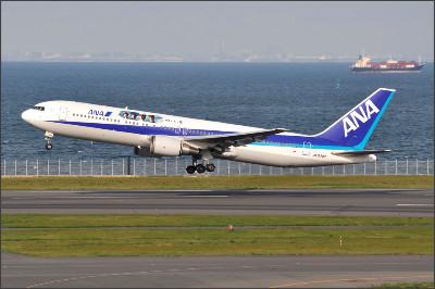 http://img.flyteam.jp/img/photo/000/064/786/ANA-JA8342-Boeing-767-381-HND-64786_img_960_121.jpg