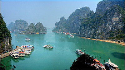 http://upload.wikimedia.org/wikipedia/commons/c/ce/Ha_Long_Bay_on_a_sunny_day.jpg