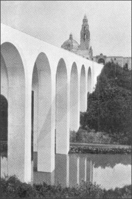 http://upload.wikimedia.org/wikipedia/commons/4/4b/San_Diego_El_Puente_Cabrillo_1916.png