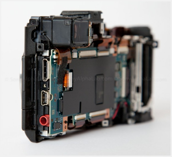http://sonyalphalab.com/2012/03/naked-sony-nex-7-opened-up-so-you-can-see-the-guts-of-the-nex-7-sonyalphalab-com-exclusive/