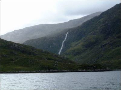 https://upload.wikimedia.org/wikipedia/commons/2/27/Eas_a_Chual_Aluinn_from_Loch_Beag_-_geograph.org.uk_-_29980.jpg