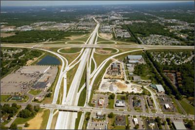 https://upload.wikimedia.org/wikipedia/commons/7/77/US_131%2C_M-6%2C_68th_St_interchange.jpg