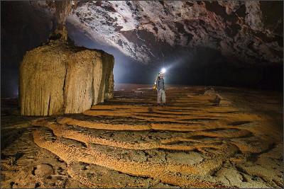 http://www.vietnamtoursguide.com/wp-content/uploads/2015/05/SongDoong-Cave-5.jpg