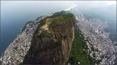 http://www.dronestagr.am/wp-content/uploads/2015/11/Vidigal-e-Rocinha-1200x674.jpg
