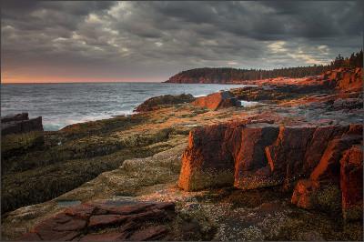 https://blog.cuddledown.com/wp-content/uploads/2015/03/Dave-Wilson-Golden-Sunrise-Thunder-Hole-Acadia-National-Park.jpg