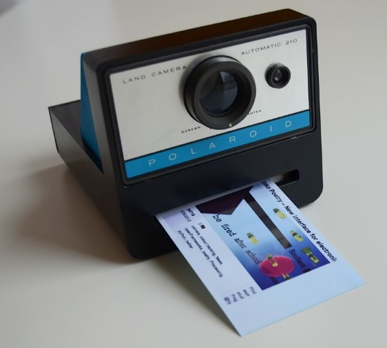 http://adrianavarro.net/projects/polaroid-cacher/