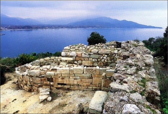 http://greece.greekreporter.com/2016/05/26/aristotles-2400-year-old-tomb-found-at-stagira-photographs/