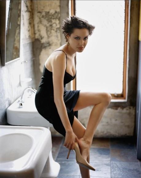 http://img108.imagevenue.com/img.php?image=53564_Angelina_Lips_10_123_721lo.jpg