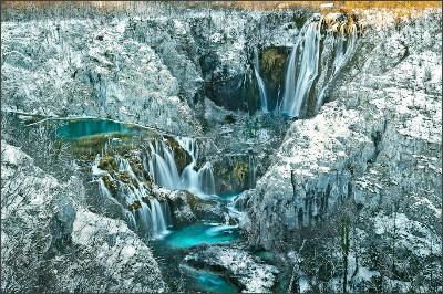http://www.np-plitvicka-jezera.hr/files/g/1-0/914x609-4/Plitvi%C4%8Dka-Jezera_289.jpg