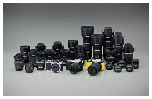 http://www.dmaniax.com/2012/02/02/pentax-k-01-images/