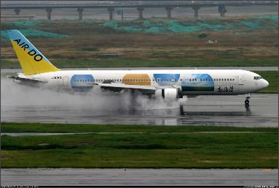 http://cdn-www.airliners.net/aviation-photos/photos/5/5/8/1106855.jpg