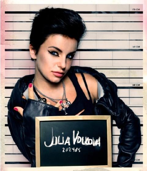 http://www.juliavolkova.com/eng/wp-content/gallery/gallery/jv_gallery1.jpg