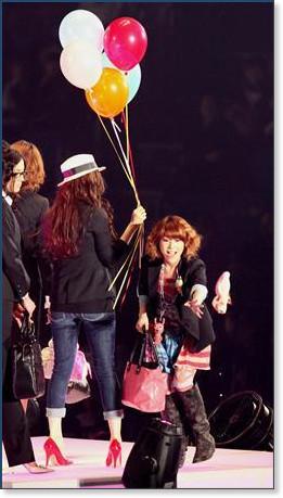 http://sankei.jp.msn.com/photos/entertainments/entertainers/100306/tnr1003061514005-p8.htm