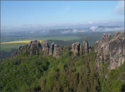 http://www.nationalpark-saechsische-schweiz.de/wp-content/uploads/2014/01/Schrammsteine-2004-21.jpg