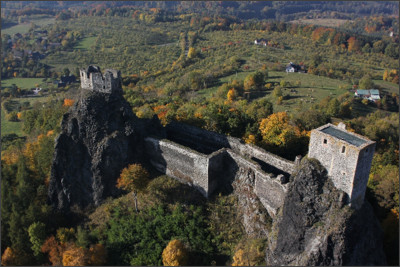 http://www.worldfortravel.com/wp-content/uploads/2013/01/Trosky-Castle-From-Above.jpg