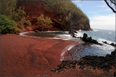 http://www.hawaiitopten.com/wp/wp-content/uploads/2014/09/Red-Sand-Beach1.jpg