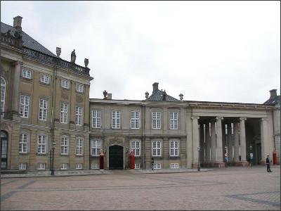 http://www.lares.dti.ne.jp/~tm230517/DTI_forFTP/Copenhagen_2010/CopenhagenCenter_2011_SANY0095.jpg